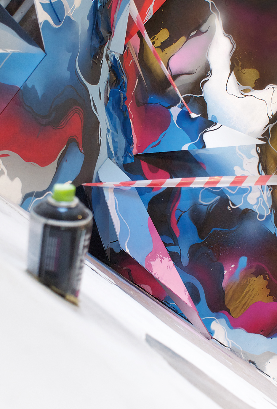 A work by Does - clashwall_detail_rechts_hoekje_zwart_20_11_2015_CMYK_-_COLOR_NEW_